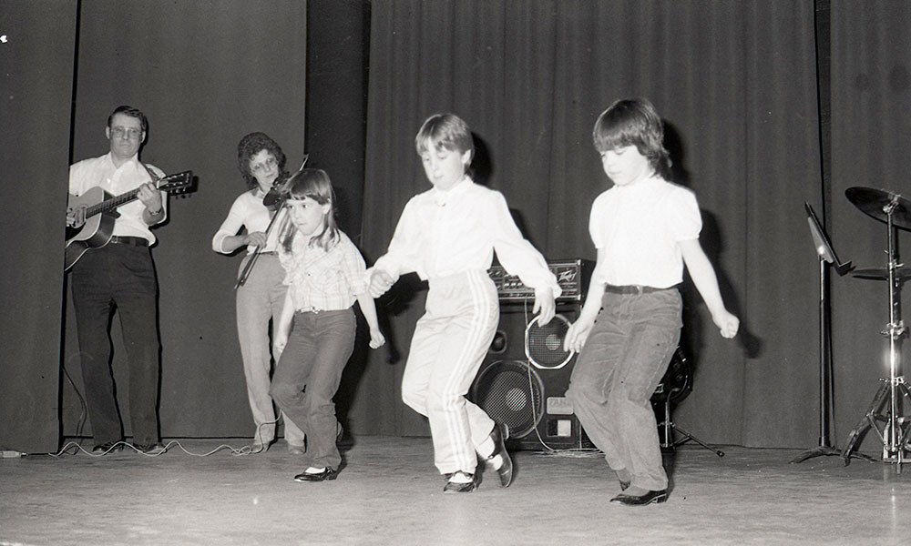Children-dancing-onstage